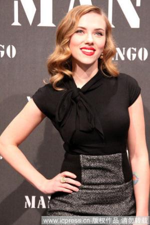 曲线丰满的Scarlett Johansson