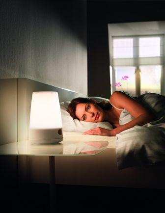 飞利浦的独特设计使飞利浦自然唤醒灯模拟出自然日出的光线变化