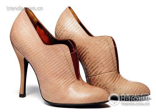 浅驼色高跟鞋