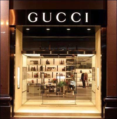 国际奢侈品巨头和本土奢侈品电子商务网站,他们亦敌亦友,各显神通,编织着自己的商业模式。