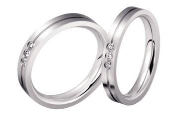 走的是欧式简约风,对这种款式简单的戒指来说质感就