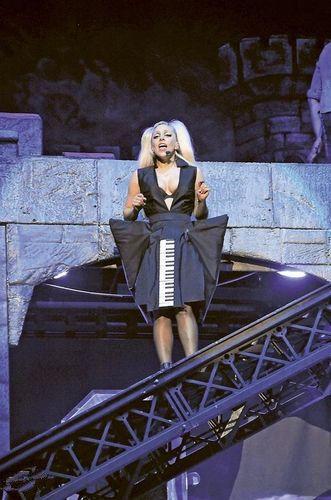 棱角分明钢琴裙