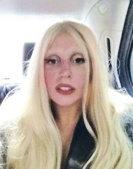Gaga在twitter上发排舞后倦容照