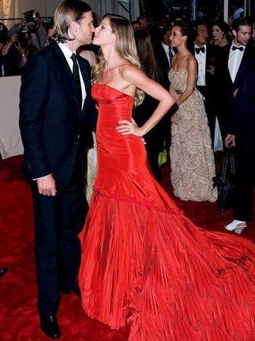 吉赛尔-邦辰 红色抹胸修身晚礼服