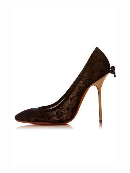 优雅的蕾丝高跟鞋