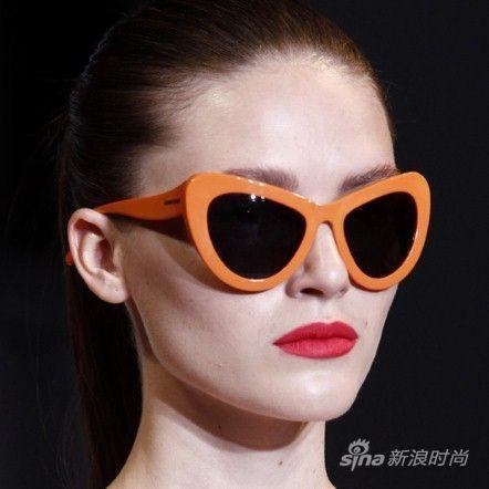 橙色镜框吸睛十足