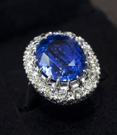 皇室婚礼珠宝首选 蓝宝石钻戒