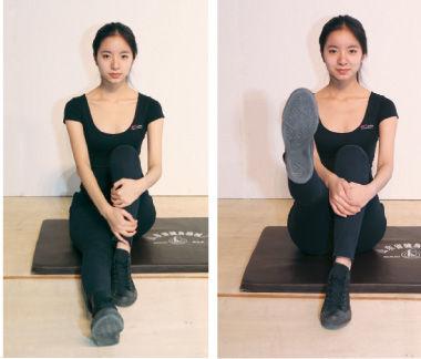 雕塑腿后侧:以趴卧的姿势,双腿均离地,进行类似自由泳打水的动作,注意绷住脚尖。