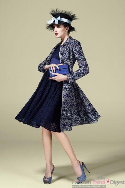 蓝色的帽子搭配同色系束腰蓬蓬裙子