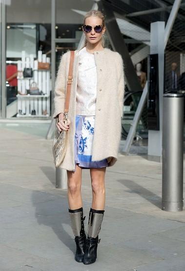 Poppy Delevingne 和她的chanel靴子。